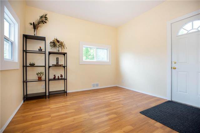 Photo 8: Photos: 470 Walker Avenue in Winnipeg: Fort Rouge Residential for sale (1Aw)  : MLS®# 1926182