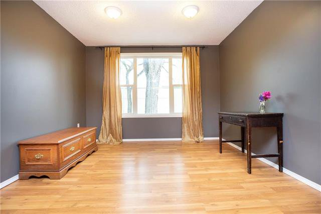 Photo 5: Photos: 470 Walker Avenue in Winnipeg: Fort Rouge Residential for sale (1Aw)  : MLS®# 1926182