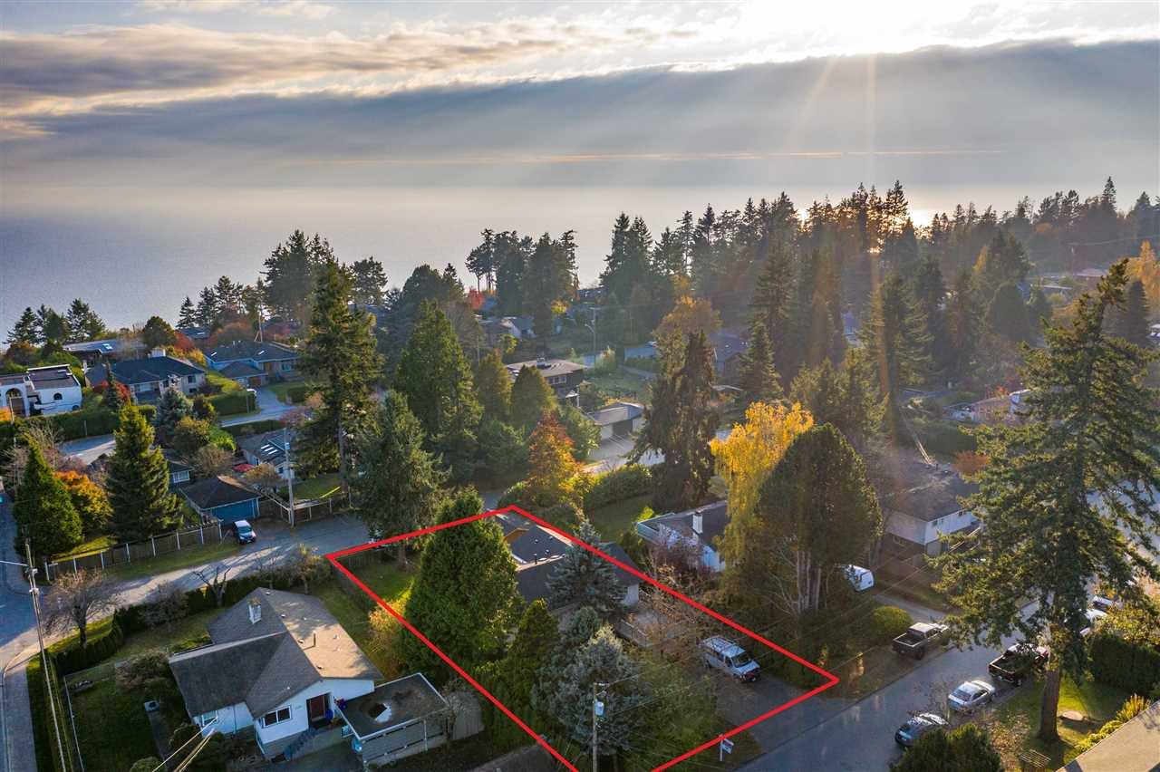 Main Photo: 13970 MALABAR Avenue: White Rock House for sale (South Surrey White Rock)  : MLS®# R2409019