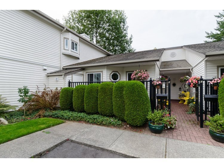 Main Photo: 4 12928 17TH AVENUE in : Crescent Bch Ocean Pk. Townhouse for sale : MLS®# R2000940