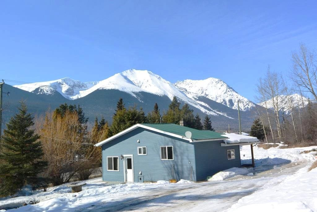 Main Photo: 4940 W 16 Highway in Smithers: Smithers - Rural House for sale (Smithers And Area (Zone 54))  : MLS®# R2446246