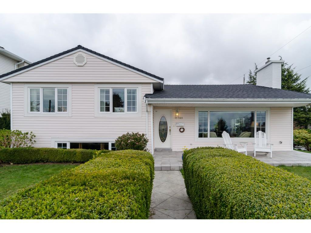 """Main Photo: 15789 CLIFF Avenue: White Rock House for sale in """"EAST BEACH HILLSIDE"""" (South Surrey White Rock)  : MLS®# R2456817"""