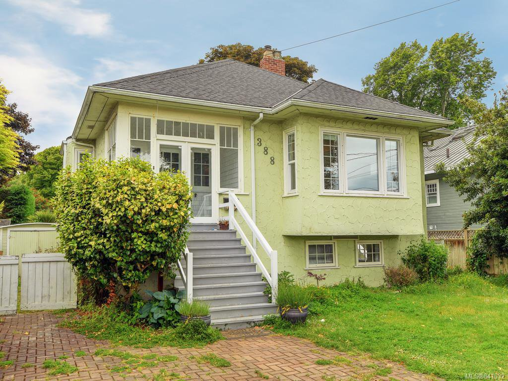 Main Photo: 388 King George Terr in Oak Bay: OB Gonzales Single Family Detached for sale : MLS®# 841032