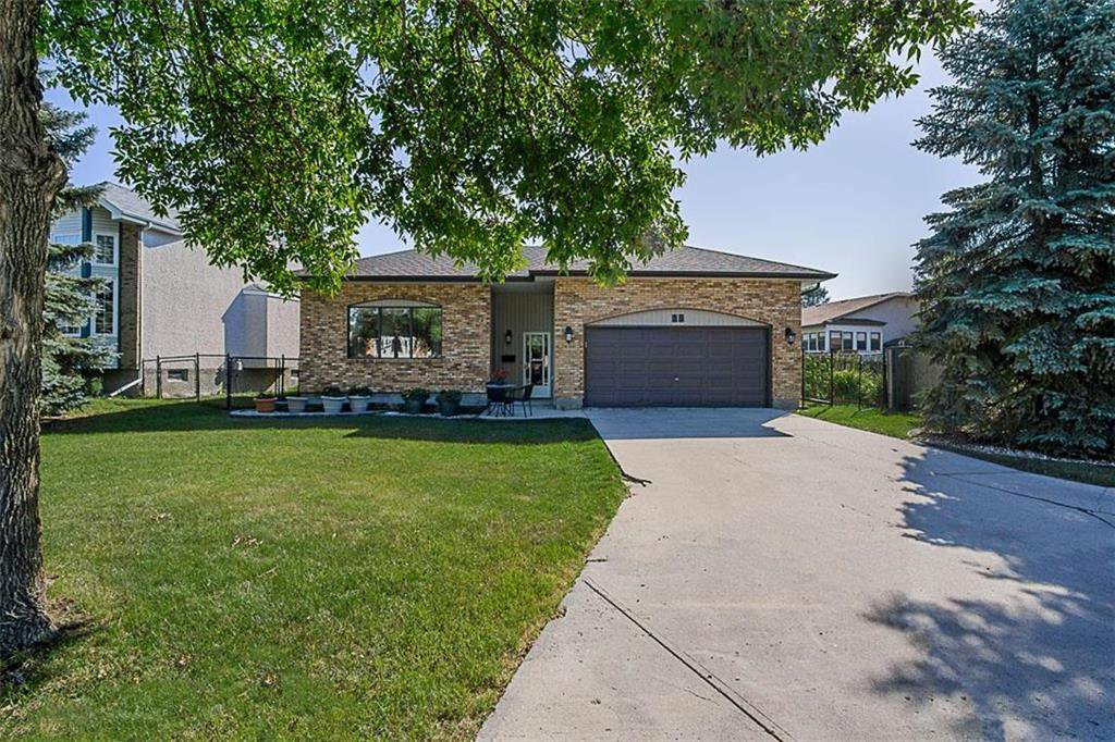 Main Photo: 35 Sunglow Road in Winnipeg: Kildonan Meadows Residential for sale (3K)  : MLS®# 202021477