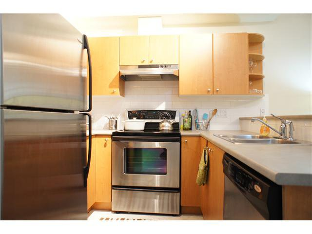 "Main Photo: 34 7088 17TH Avenue in Burnaby: Edmonds BE Townhouse for sale in ""SOUTHBOROUGH"" (Burnaby East)  : MLS®# V865203"
