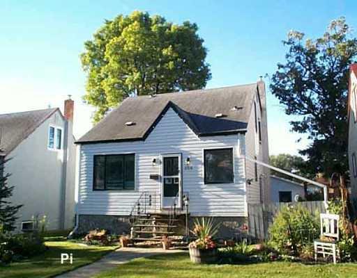 Main Photo: 256 DONALDA Avenue in WINNIPEG: East Kildonan Single Family Detached for sale (North East Winnipeg)  : MLS®# 2515572