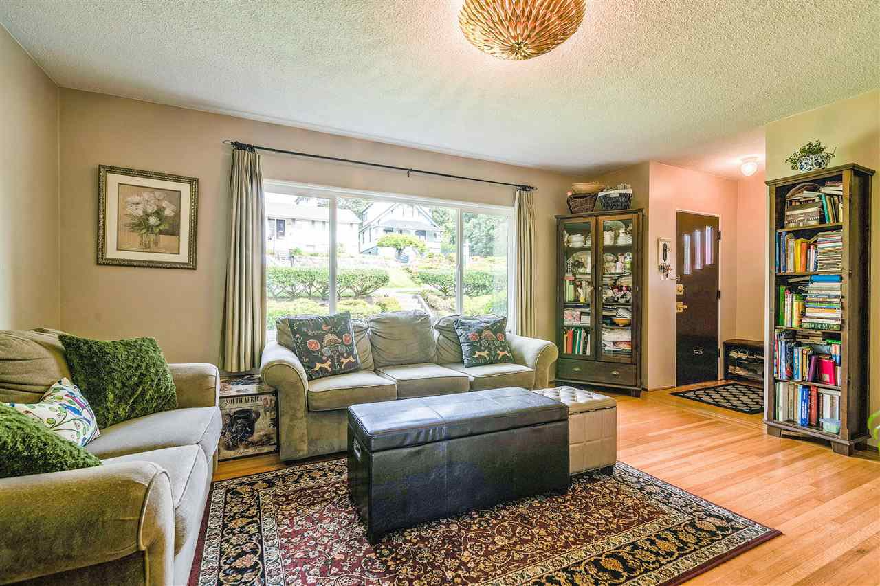 Photo 5: Photos: 116 GLOVER Avenue in New Westminster: GlenBrooke North House for sale : MLS®# R2394361