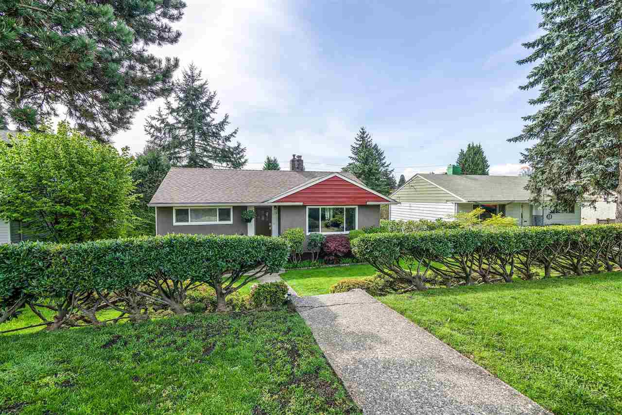 Photo 2: Photos: 116 GLOVER Avenue in New Westminster: GlenBrooke North House for sale : MLS®# R2394361