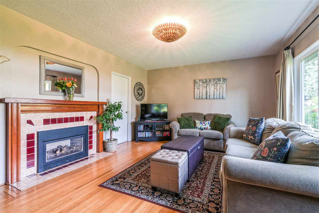 Photo 4: Photos: 116 GLOVER Avenue in New Westminster: GlenBrooke North House for sale : MLS®# R2394361