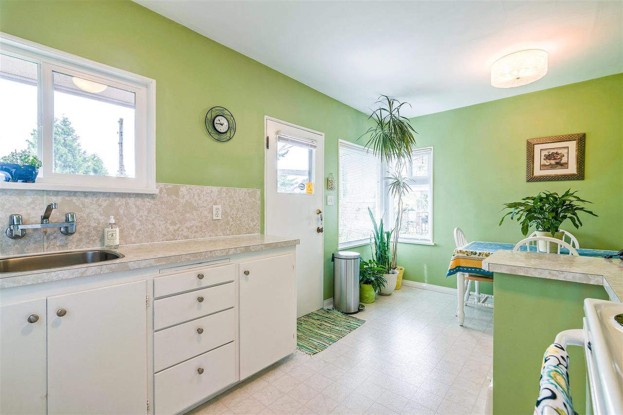 Photo 9: Photos: 116 GLOVER Avenue in New Westminster: GlenBrooke North House for sale : MLS®# R2394361