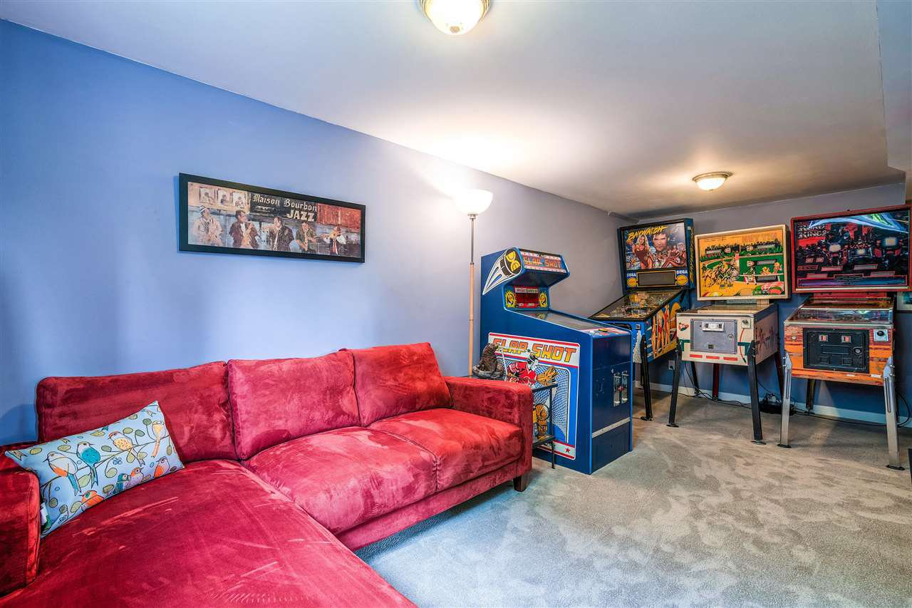 Photo 14: Photos: 116 GLOVER Avenue in New Westminster: GlenBrooke North House for sale : MLS®# R2394361