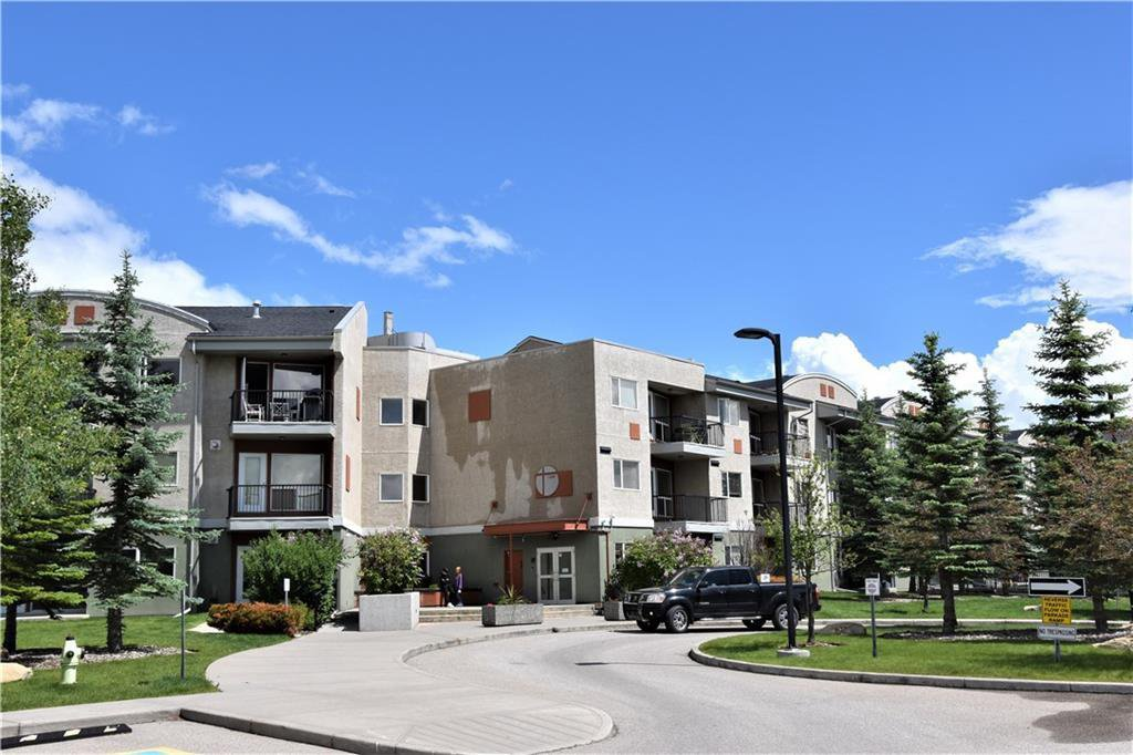 Main Photo: 105 69 SPRINGBOROUGH Court SW in Calgary: Springbank Hill Apartment for sale : MLS®# C4305544