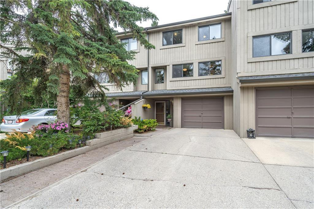 Main Photo: 23 10401 19 Street SW in Calgary: Braeside Row/Townhouse for sale : MLS®# C4306543