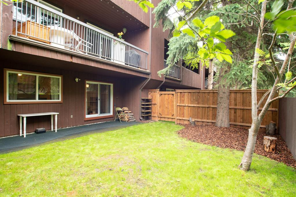 Main Photo: 102 1001 68 Avenue SW in Calgary: Kelvin Grove Apartment for sale : MLS®# A1010875
