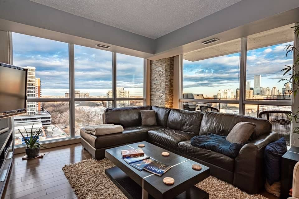 Main Photo: 904 10046 117 Street in Edmonton: Zone 12 Condo for sale : MLS®# E4208739