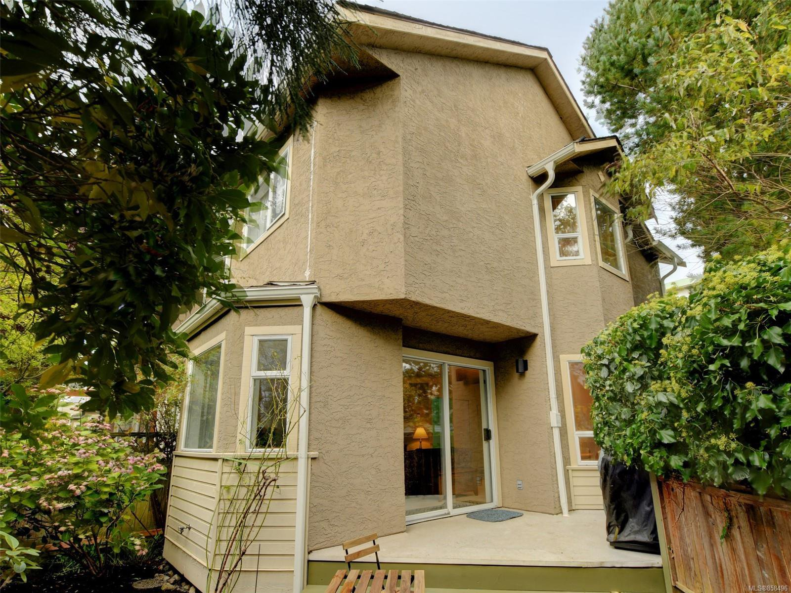 Main Photo: 1051 Richardson St in : Vi Fairfield West Row/Townhouse for sale (Victoria)  : MLS®# 858496