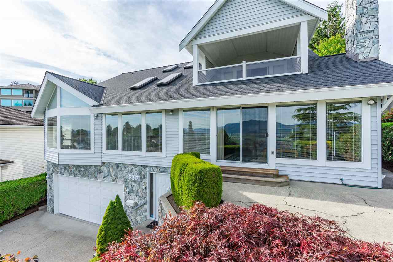 "Main Photo: 2317 MOUNTAIN Drive in Abbotsford: Abbotsford East House for sale in ""Mountain Village"" : MLS®# R2409972"