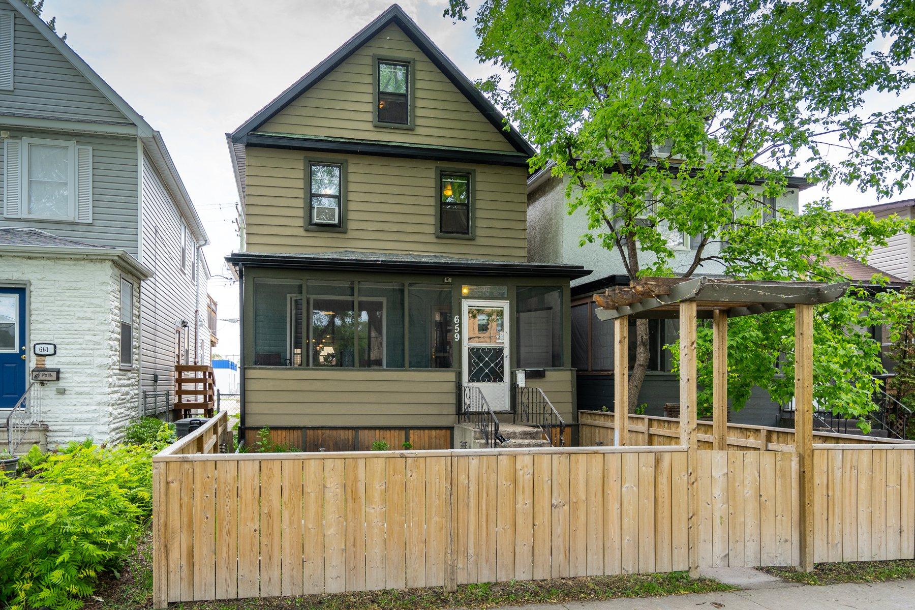 Main Photo: 659 Clifton Street in Winnipeg: West End House for sale (5C)  : MLS®# 1914302