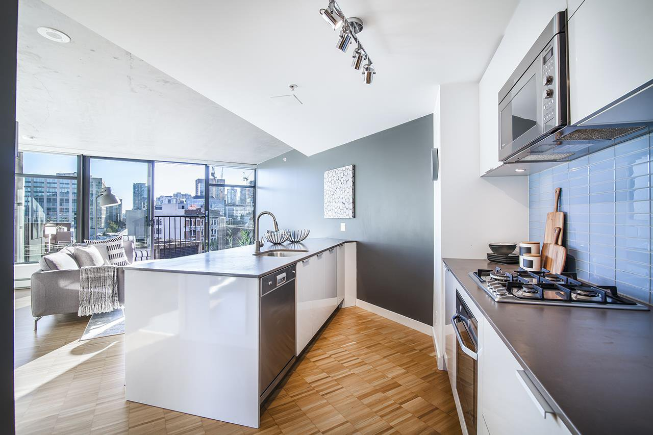 "Main Photo: 1407 128 W CORDOVA Street in Vancouver: Downtown VW Condo for sale in ""WOODWARDS W43"" (Vancouver West)  : MLS®# R2512602"