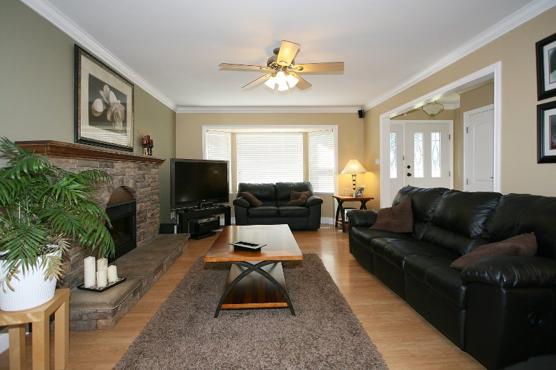 Photo 3: Photos: 719 LINTON Street in Coquitlam: Central Coquitlam House for sale : MLS®# V840657