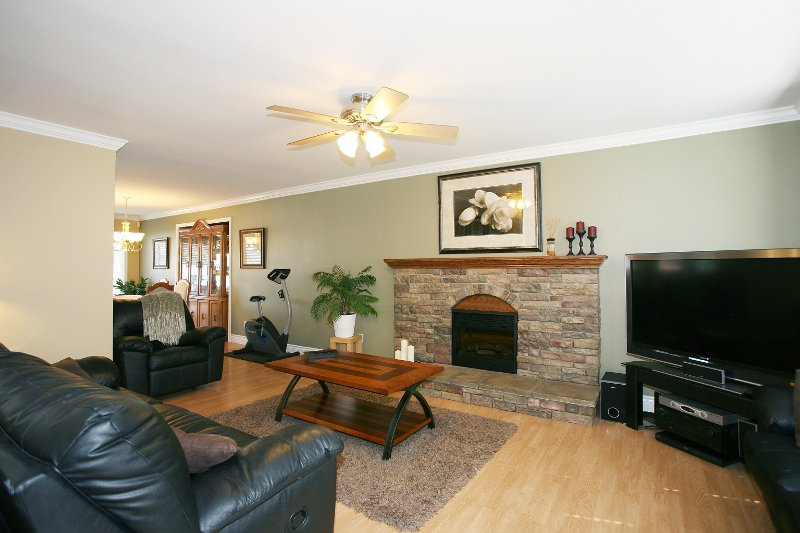 Photo 2: Photos: 719 LINTON Street in Coquitlam: Central Coquitlam House for sale : MLS®# V840657