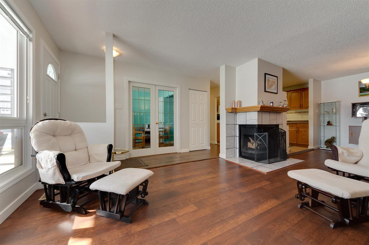 Main Photo: 9353 172 Street in Edmonton: Zone 20 Carriage for sale : MLS®# E4198253