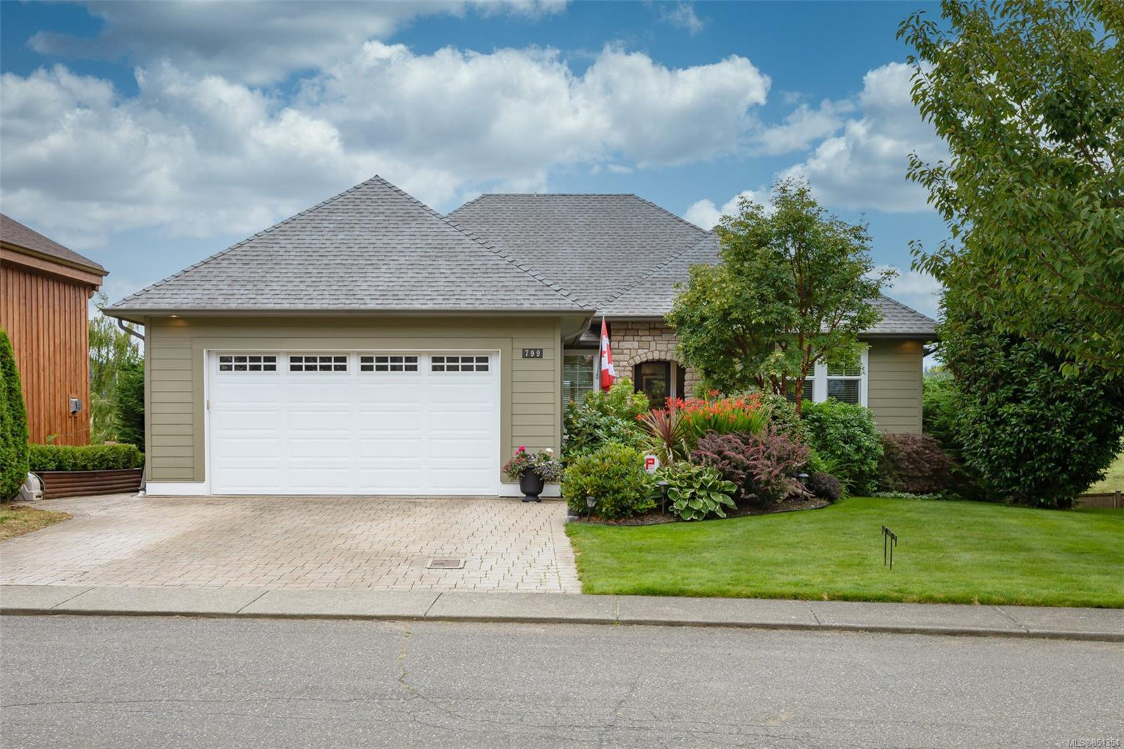 Main Photo: 799 Deal St in : CV Comox (Town of) House for sale (Comox Valley)  : MLS®# 851354