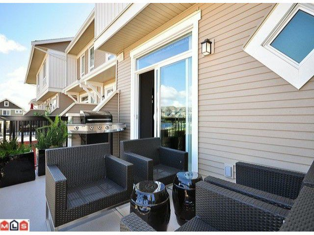 """Photo 9: Photos: 3 19505 68A Avenue in Surrey: Clayton Townhouse for sale in """"CLAYTON RISE"""" (Cloverdale)  : MLS®# F1014111"""