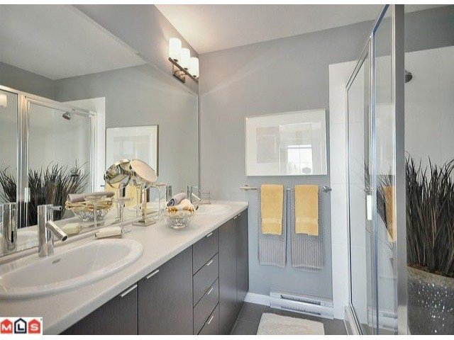"""Photo 7: Photos: 3 19505 68A Avenue in Surrey: Clayton Townhouse for sale in """"CLAYTON RISE"""" (Cloverdale)  : MLS®# F1014111"""