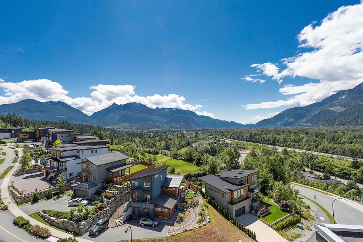 "Main Photo: 41325 HORIZON Drive in Squamish: Tantalus House for sale in ""Skyridge"" : MLS®# R2509642"