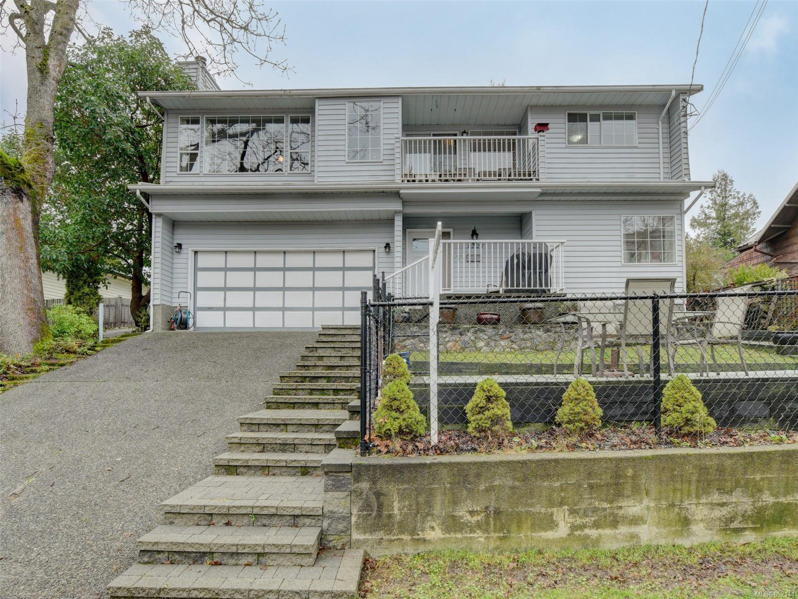 Main Photo: 1227 Carlisle Ave in : Es Saxe Point Half Duplex for sale (Esquimalt)  : MLS®# 862144