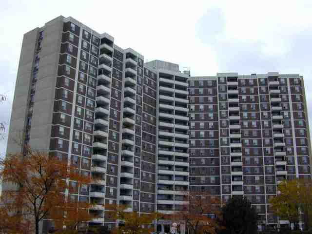 Main Photo: 11 20 Edgecliffe Golfway in Toronto: Condo for sale (E03: TORONTO)  : MLS®# E1963491