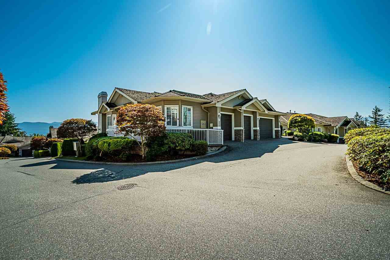 Main Photo: 24 35537 EAGLE MOUNTAIN Drive in Abbotsford: Abbotsford East Townhouse for sale : MLS®# R2401490