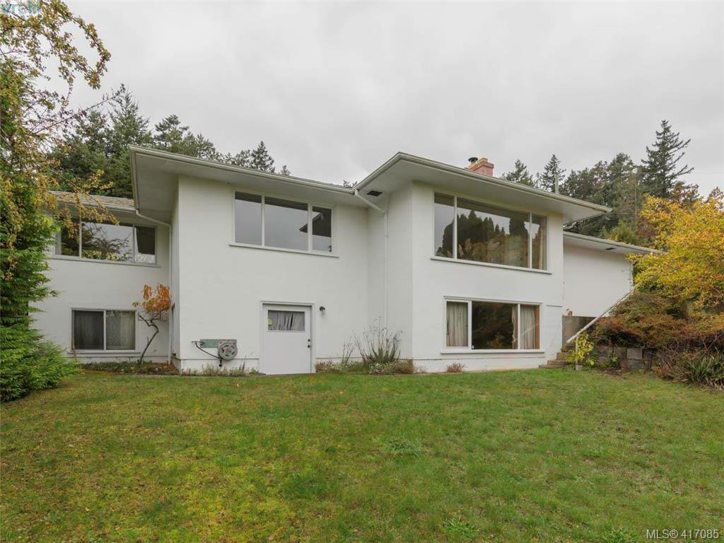 Main Photo: 3985 Hollydene Pl in VICTORIA: SE Arbutus Single Family Detached for sale (Saanich East)  : MLS®# 827429