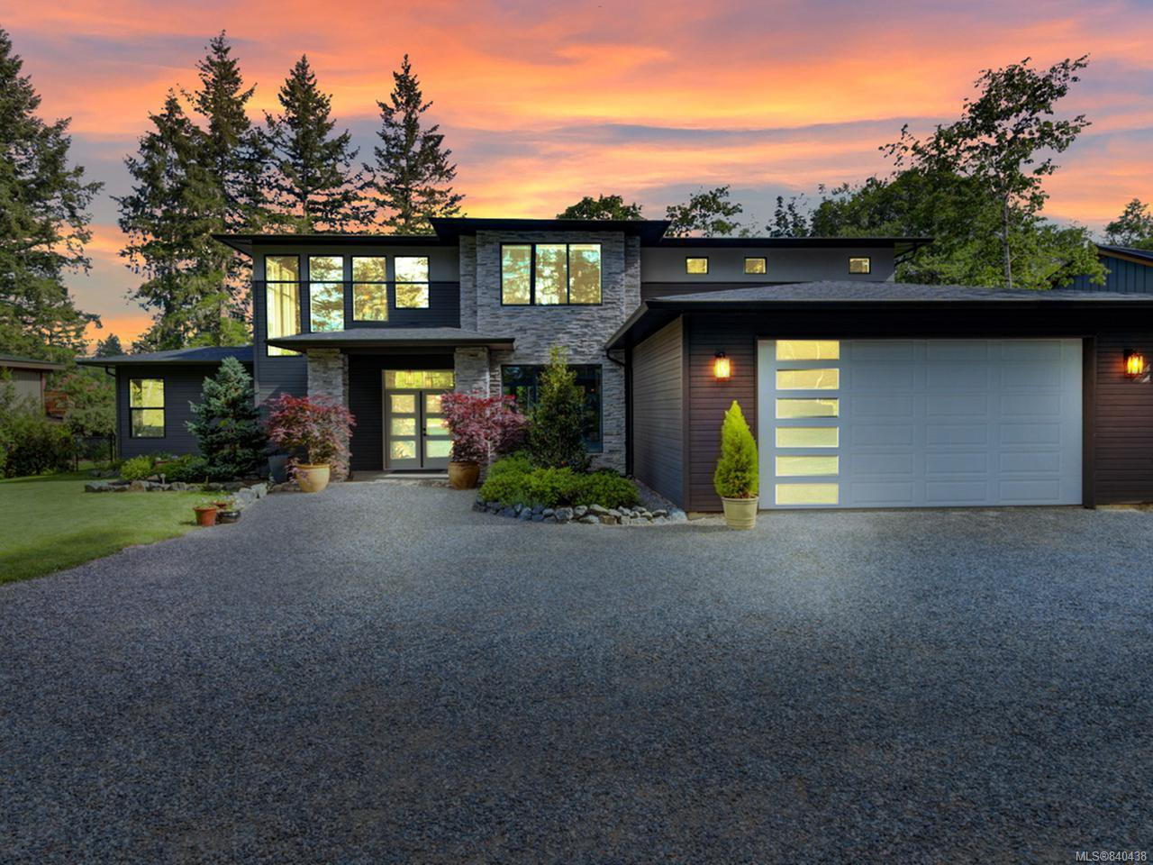 Main Photo: 4887 Greaves Cres in COURTENAY: CV Courtenay West House for sale (Comox Valley)  : MLS®# 840438