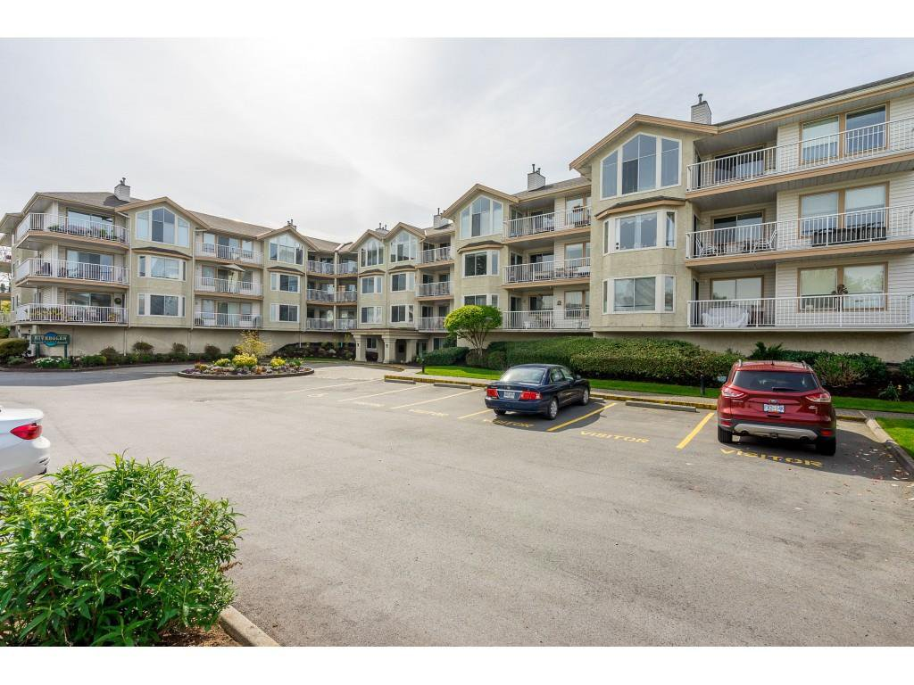 Main Photo: 311 20600 53A AVENUE in : Langley City Condo for sale : MLS®# R2367981