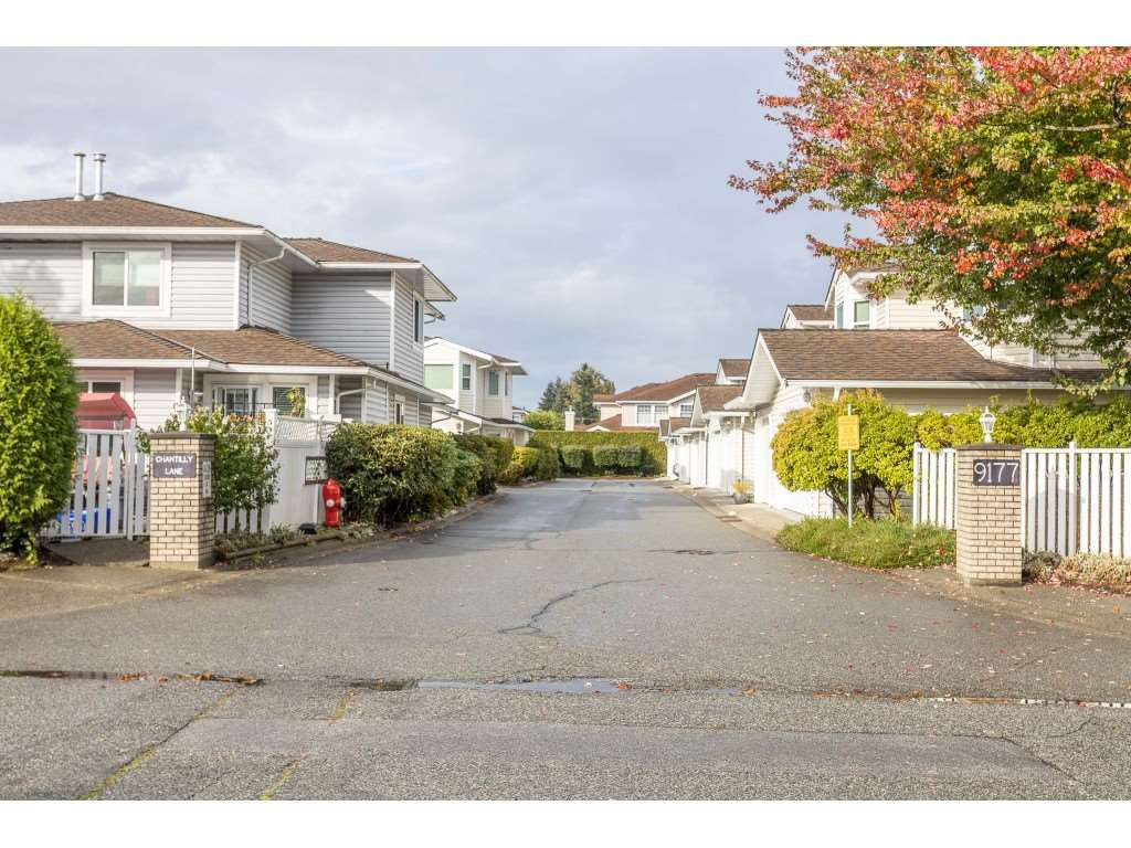 "Main Photo: 105 9177 154 Street in Surrey: Fleetwood Tynehead Townhouse for sale in ""CHANTILLY LANE"" : MLS®# R2508811"