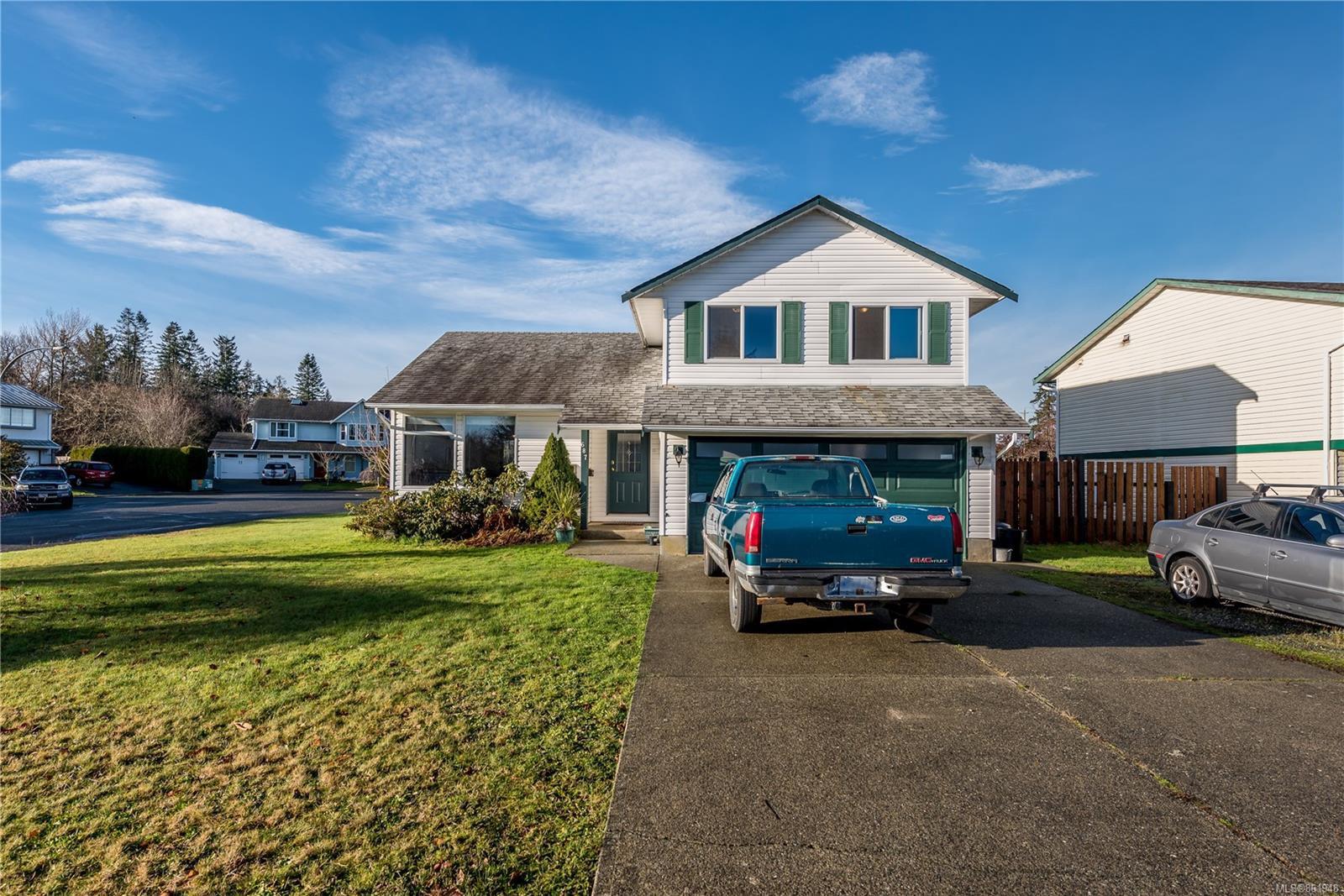 Main Photo: 687 Nootka St in : CV Comox (Town of) House for sale (Comox Valley)  : MLS®# 861948