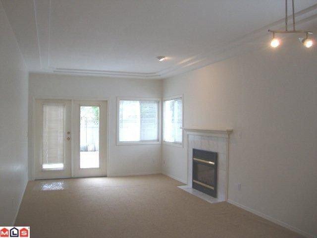 "Photo 3: Photos: 859 HABGOOD Street: White Rock House 1/2 Duplex for sale in ""EAST BEACH AREA"" (South Surrey White Rock)  : MLS®# F1028235"
