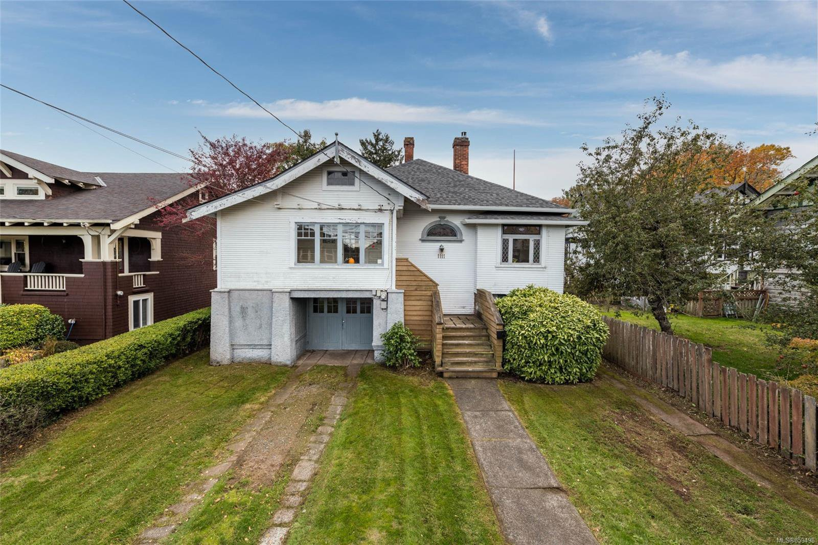Main Photo: 1111 Leonard St in : Vi Fairfield West House for sale (Victoria)  : MLS®# 859498