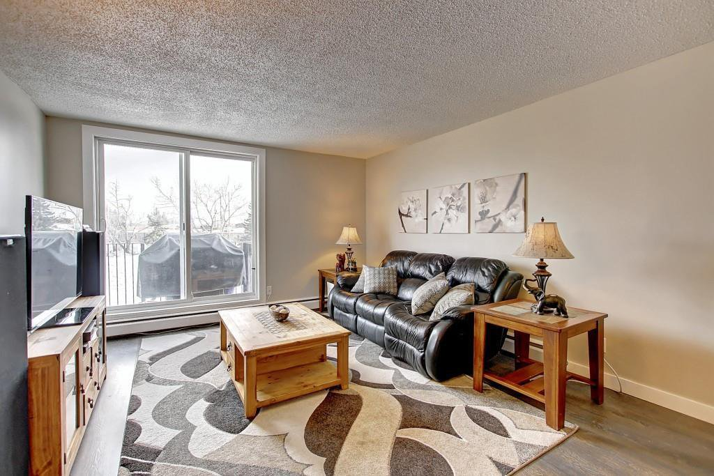 Main Photo: 22D 80 GALBRAITH Drive SW in Calgary: Glamorgan Apartment for sale : MLS®# C4303446
