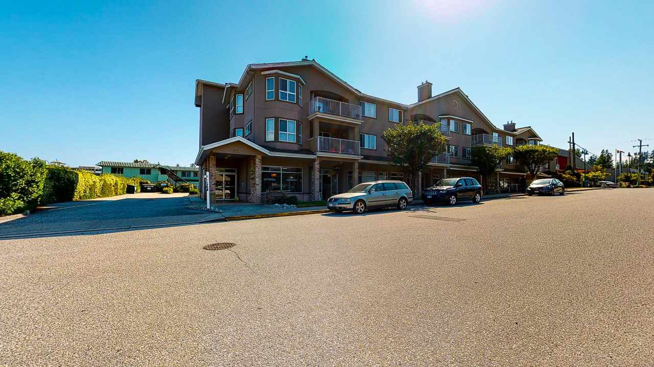 Main Photo: 202 5711 MERMAID Street in Sechelt: Sechelt District Condo for sale (Sunshine Coast)  : MLS®# R2486694