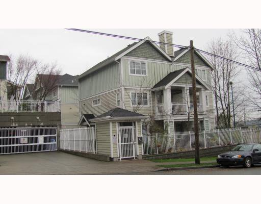 "Main Photo: 2 123 7TH Street in New Westminster: Uptown NW Townhouse for sale in ""ROYAL CITY TERRACE"" : MLS®# V798879"
