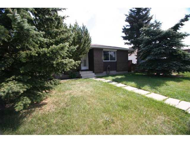 Main Photo: 7830 HUNTERVIEW Drive NW in CALGARY: Huntington Hills Residential Detached Single Family for sale (Calgary)  : MLS®# C3443193