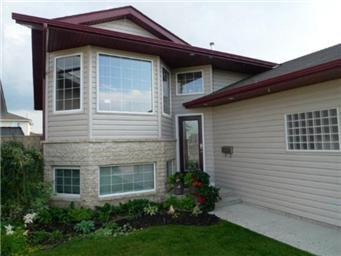 Photo 2: Photos: 713 Grabowski Crescent: Warman Single Family Dwelling for sale (Saskatoon NW)  : MLS®# 390002