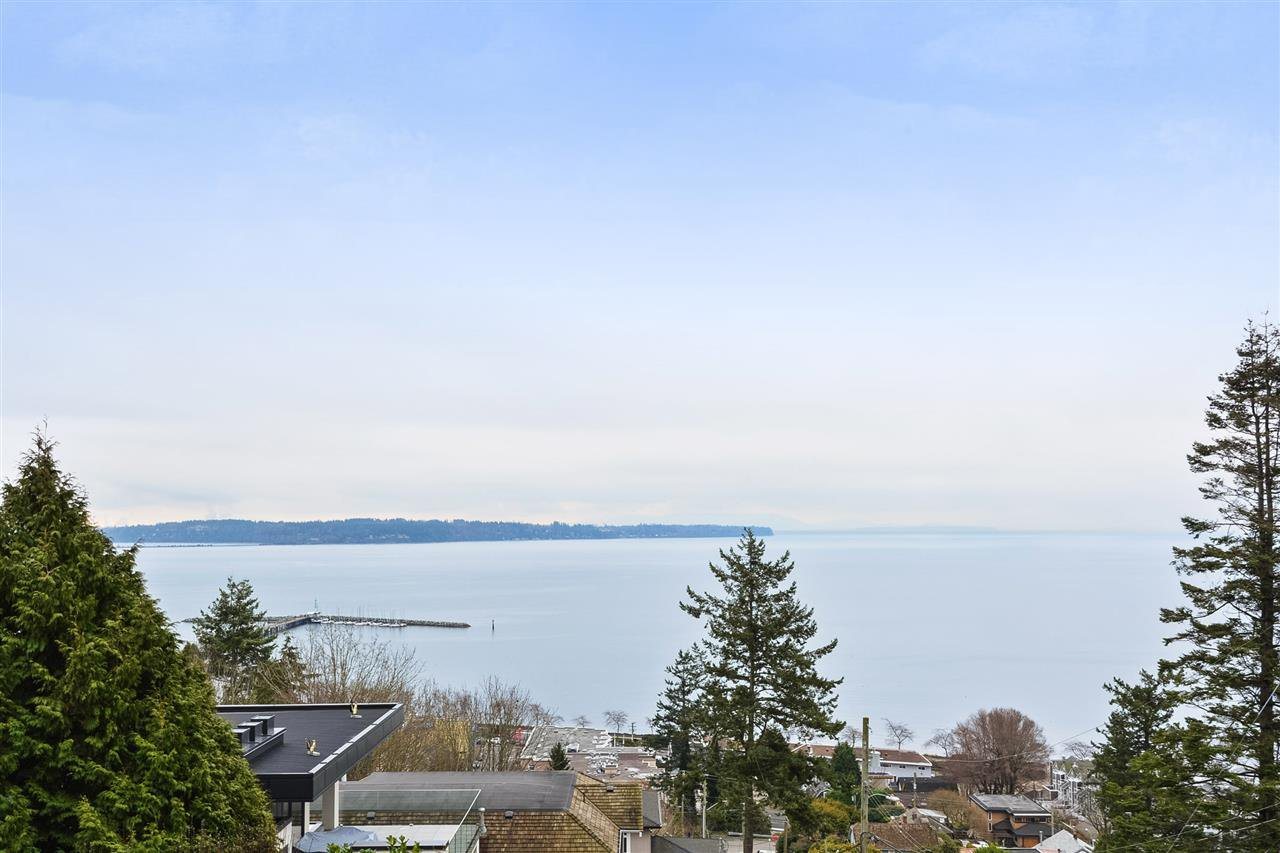 Main Photo: 1308 EVERALL Street: White Rock House for sale (South Surrey White Rock)  : MLS®# R2508457