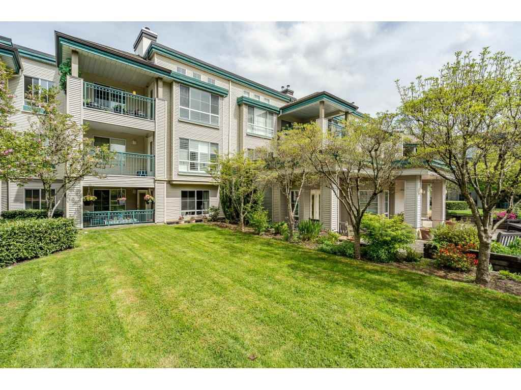 """Main Photo: 137 19528 FRASER Highway in Surrey: Cloverdale BC Condo for sale in """"Fairmont on the Blvd"""" (Cloverdale)  : MLS®# R2509162"""
