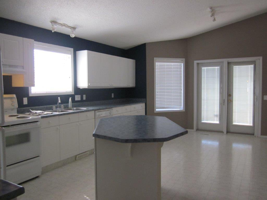 Main Photo: 2 Oakpark Crescent in St. Albert: House for rent