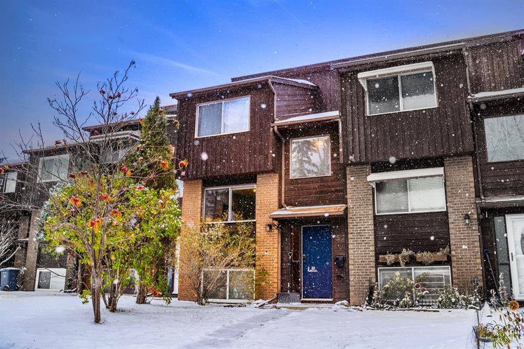 Main Photo: 1512 Ranchlands Way NW in Calgary: Ranchlands Row/Townhouse for sale : MLS®# A1045070