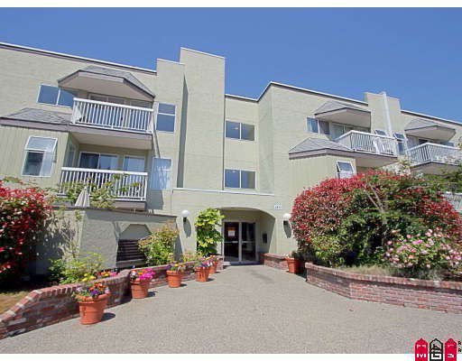 """Main Photo: 109 1850 E SOUTHMERE Crescent in Surrey: Sunnyside Park Surrey Condo for sale in """"Southmere Place"""" (South Surrey White Rock)  : MLS®# F2921623"""